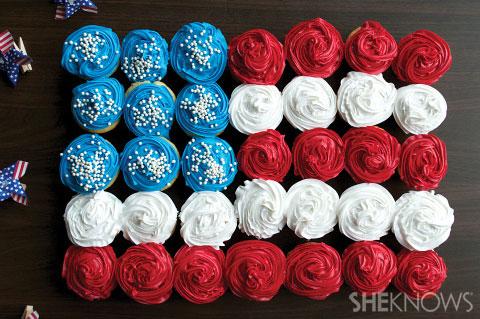 Flag mini cupcake cake