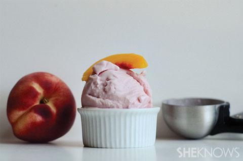 strawberry peach frozen yogurt