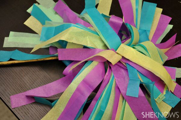 Simple paper pom-poms to make at home