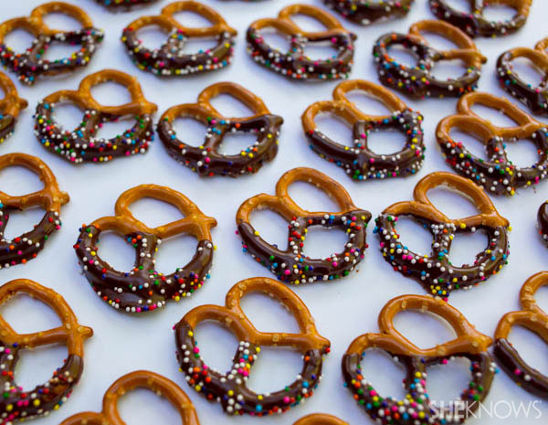 Pack special pretzels | Pretzels with chocolate | SheKnows