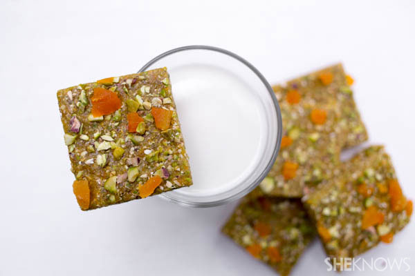 Homemade energy bars to power your kids through school | SheKnows