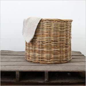 Woven hamper basket