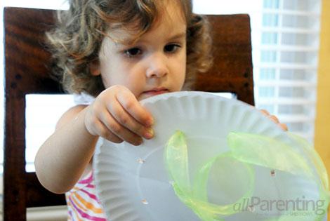 fine motor skills activities- paper plate lacing