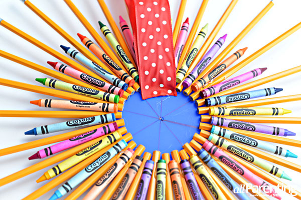 allParenting Pencil wreath step 5