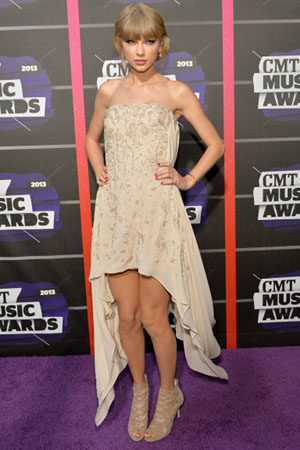 Taylor Swift at the 2013 CMT Music Awards
