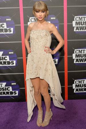 Taylor Swift & Jana Kramer stun!