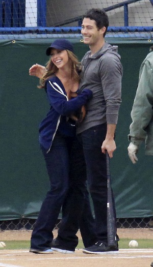 Jennifer Love Hewitt pregnant!