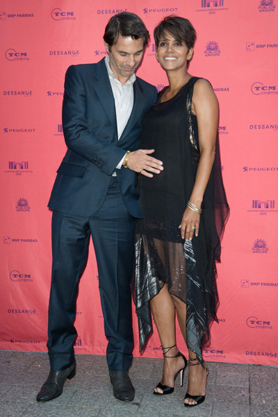 Pregnant Halle Berry and Olivier Martinez