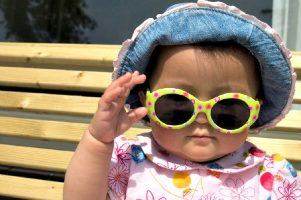 Summer baby with hat and sunglasses
