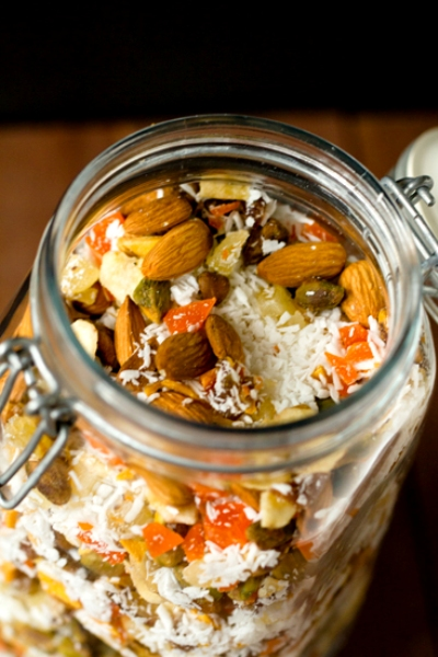 Easy-to-make trail mixes for long school days