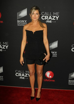 Will Jennifer Aniston mother be at her wedding