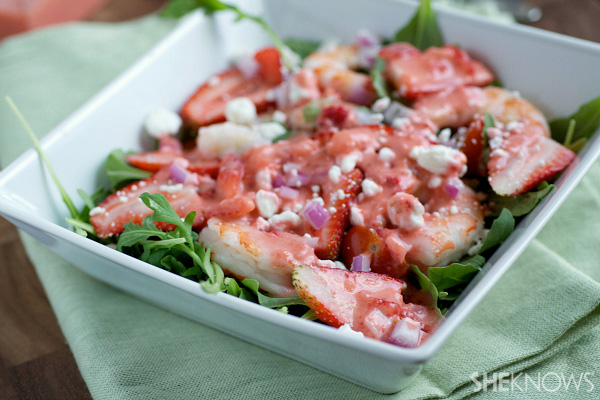 Fresh shrimp and arugula salad with strawberry vinaigrette