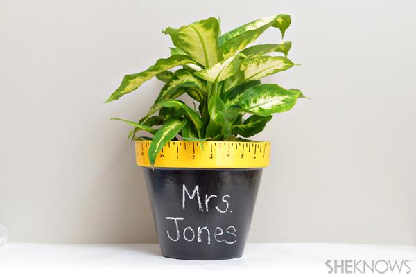 Back-to-school teacher gift - DIY chalkboard pot