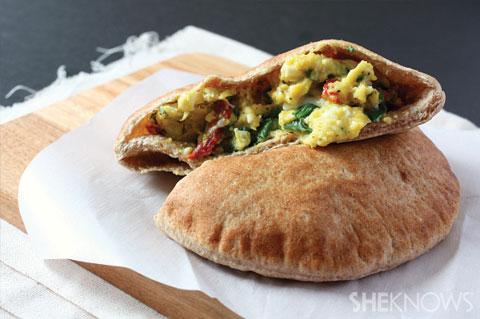egg pita sandwich