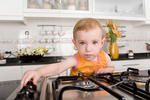 Unsupervised toddler using the stovetop