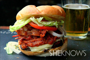 Bacon cheeseburger with sriracha ketchup