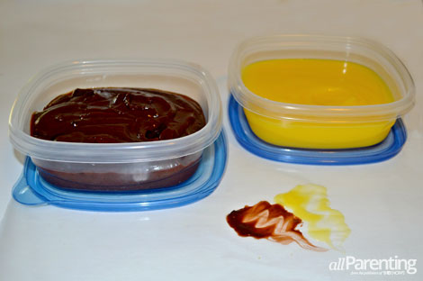 Messy play- Pudding finger painting