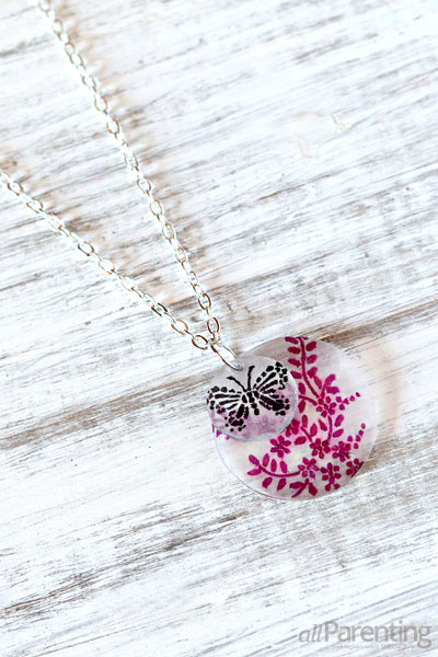 allParenting DIY shrinky dink necklace