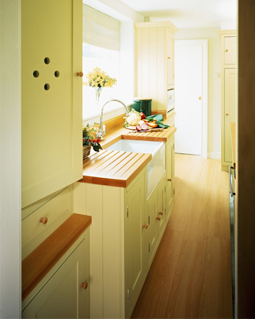 Clean summer kitchen