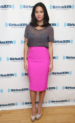 Get The Look Olivia Munn S Pink Pencil Skirt