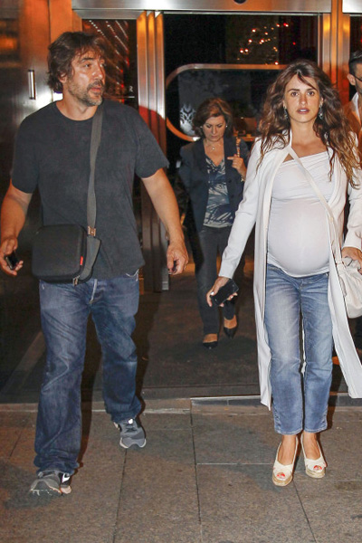 Pregnant Penelope Cruz and Javiar Bardem