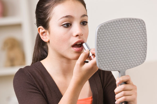 Back to school makeup - Teenager girl simple home ...