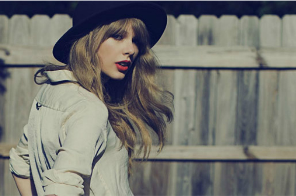 "Taylor Swift in ""I Knew You Were Trouble"""