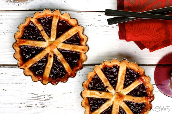 Cherry jam tart (crostata)