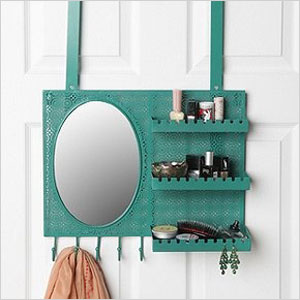 Urban Outfitter's over-the-door vanity
