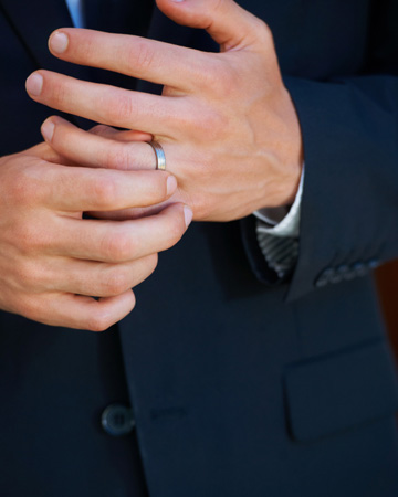 Quot Man Gagement Quot Rings The Latest Wedding Trend