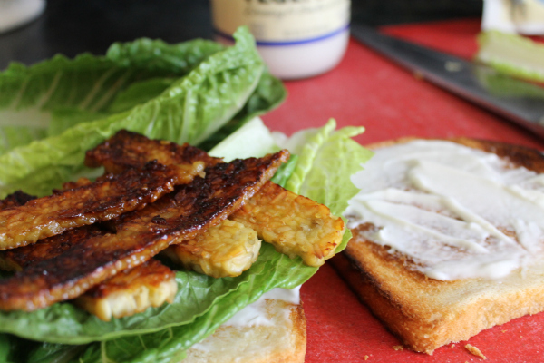 Sweet Tempeh Bacon Sandwich