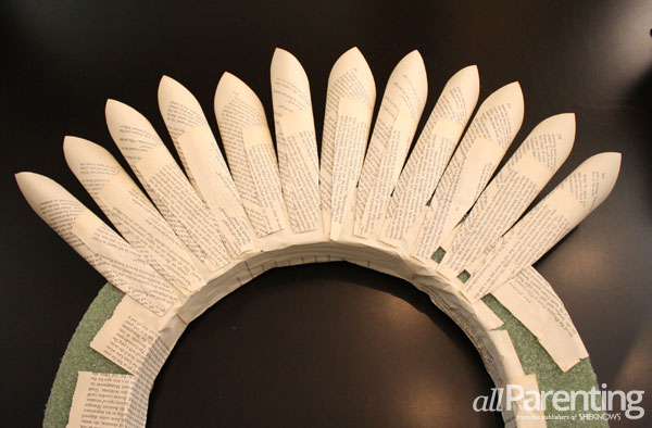 allParenting DIY paper wreath step 4