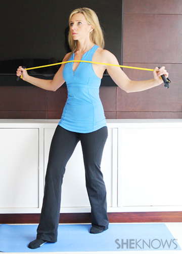 Chest opener:2-4 sets of 15-20 pulses