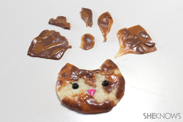 Kitty cat ice cream sandwich faces | SheKnows.com -- decorate faces