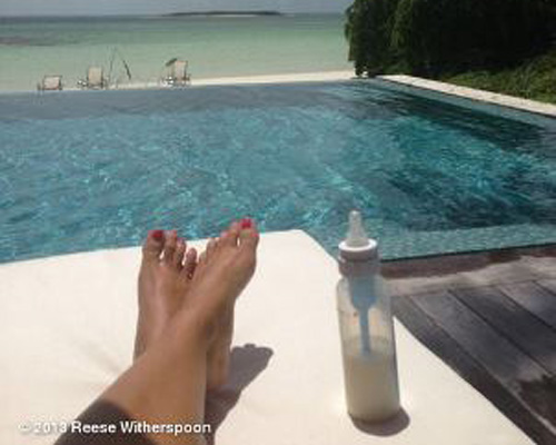 Reese Witherspoon vacation picture twitter