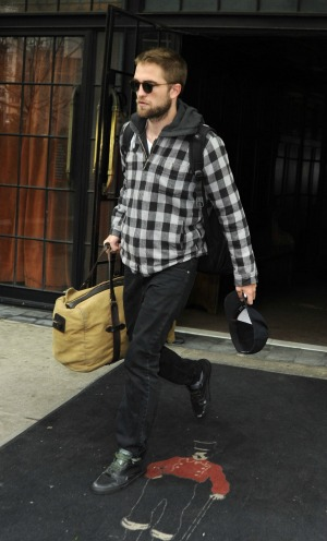 Pattinson needs distance from KStew