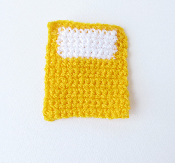 Amigurumi school bus: rear window