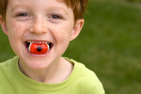 Boy eating halloween candy | Sheknows.ca