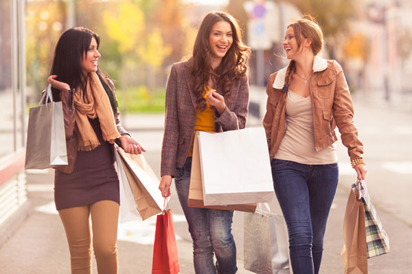 Female friends shopping together | Sheknows.com