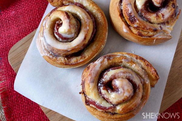 Bacon-stuffed jumbo cinnamon rolls | Sheknows.com