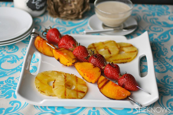 Meatless Monday: Grilled fruit with sweet yogurt sauce