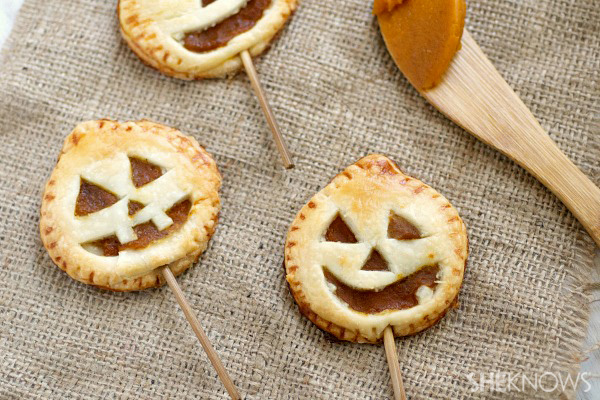 Cute jack o' lantern pie pops