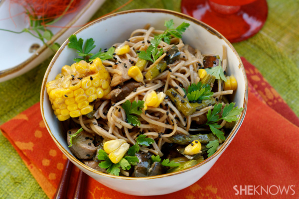 Stir-fry soba noodles with pork and vegetables