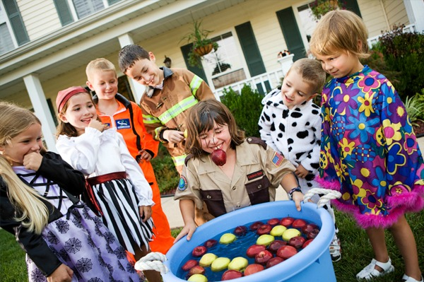 Halloween party - Bobbing for apples
