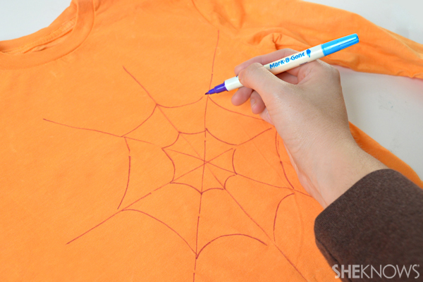 Halloween T-shirt - Draw the web