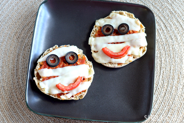 Edible Halloween crafts - Mini mummy pizzas