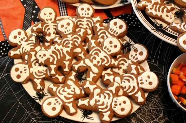 Skelton gingerbread man cookies