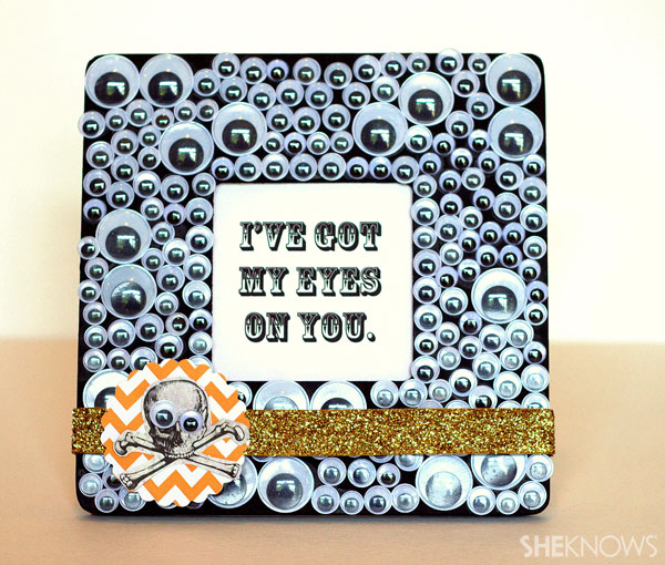 Kid-friendly Halloween googly eye picture frame