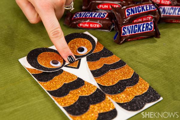 Halloween craft treat bag: Step 5