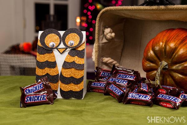 Halloween craft treat bag: Step 6
